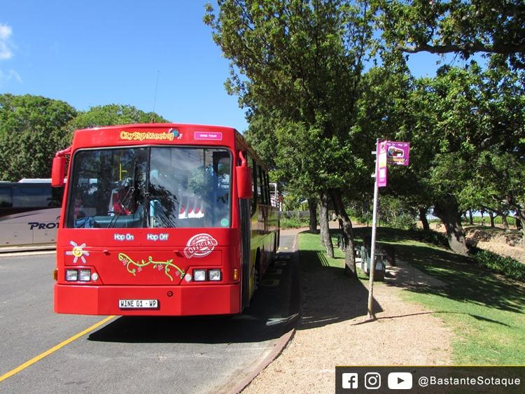 Ônibus vermelho em Constantia - Cidade do Cabo/Cape Town, África do Sul