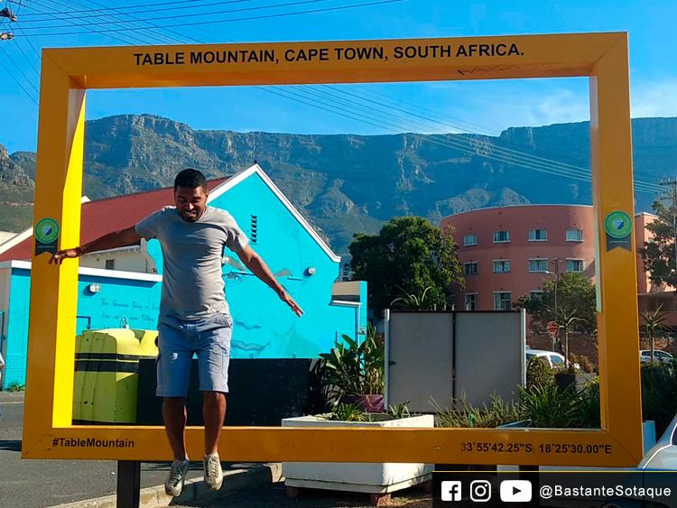 Moldura amarela - Zonnebloem - Charly's Bakery - Cidade do Cabo/Cape Town, África do Sul