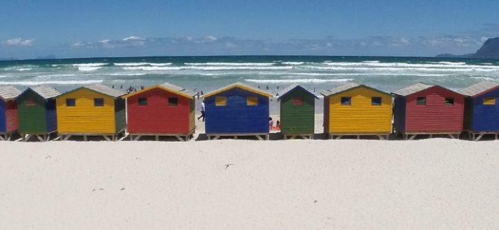 Casas coloridas na praia - Cidade do Cabo